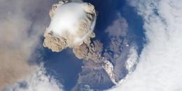 Spettacolare foto del vulcano Sarychev